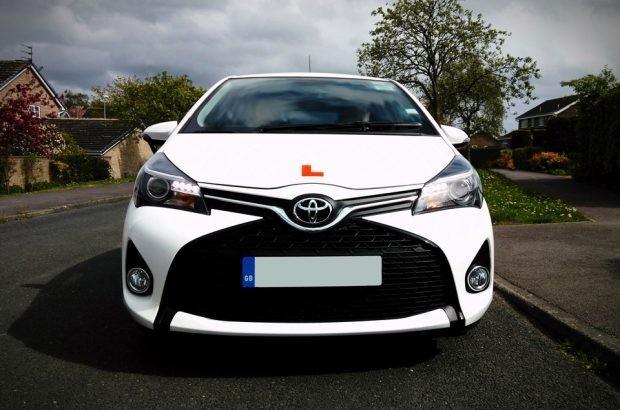 coche examen conducir UK