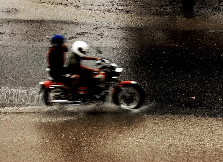 Cómo evitar el aquaplaning en moto