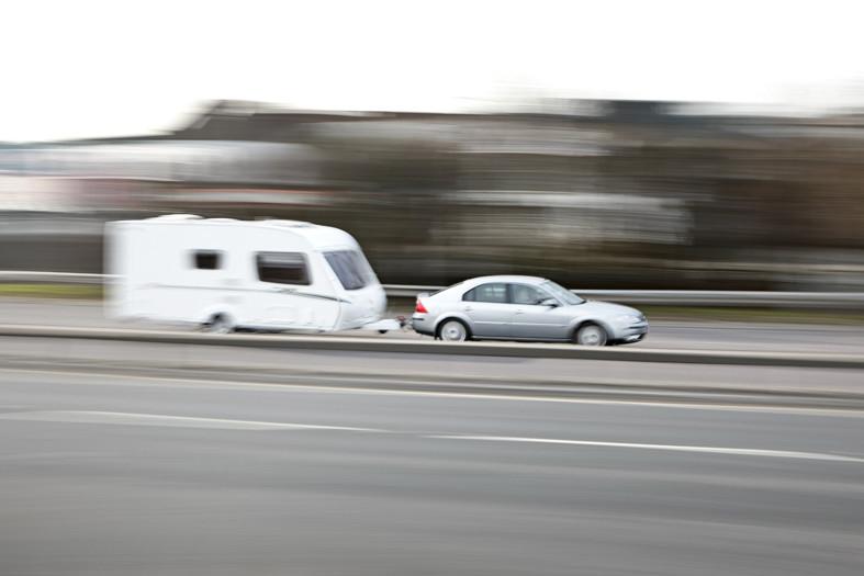 5 claves para conducir una caravana con seguridad
