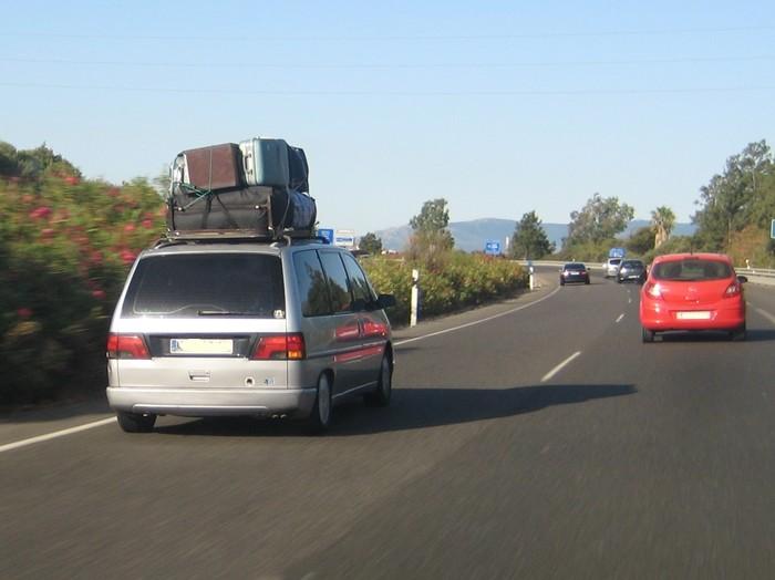 El transporte de equipaje en la baca del coche, ¿cómo colocar la carga?
