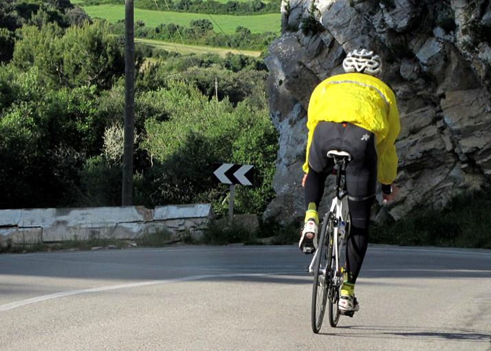 Cómo mejorar la visibilidad de los ciclistas (ojo al otro lado de la curva)