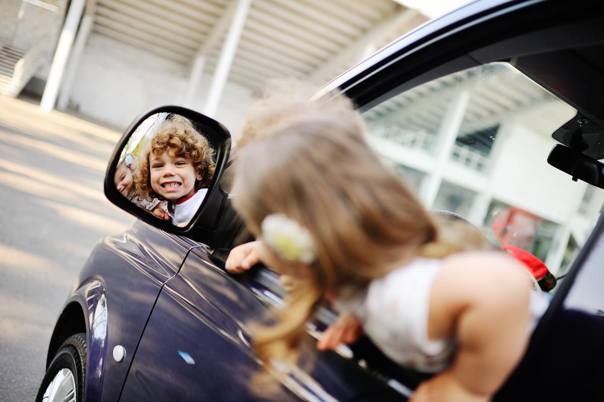 Cosas del coche que no conocerán nuestros hijos y que les parecerá de hace siglos