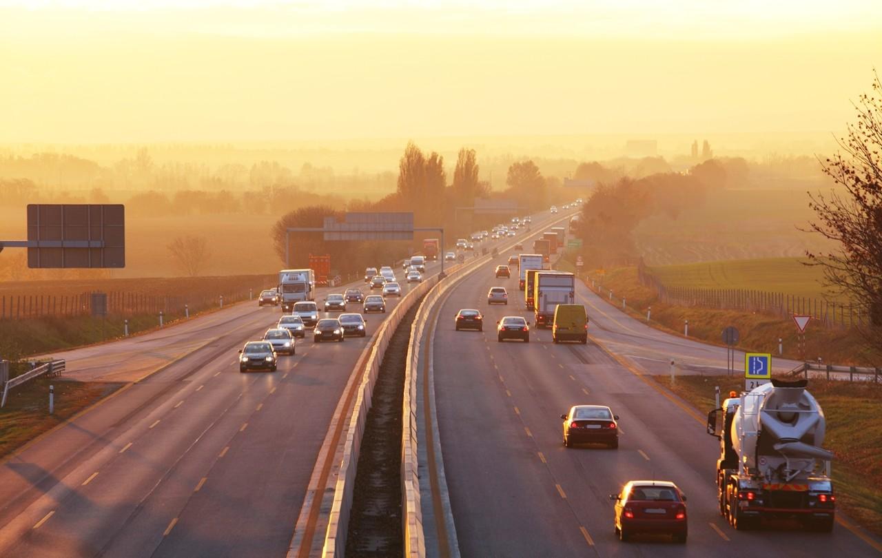 Las seis normas para conducir por autovía de forma segura