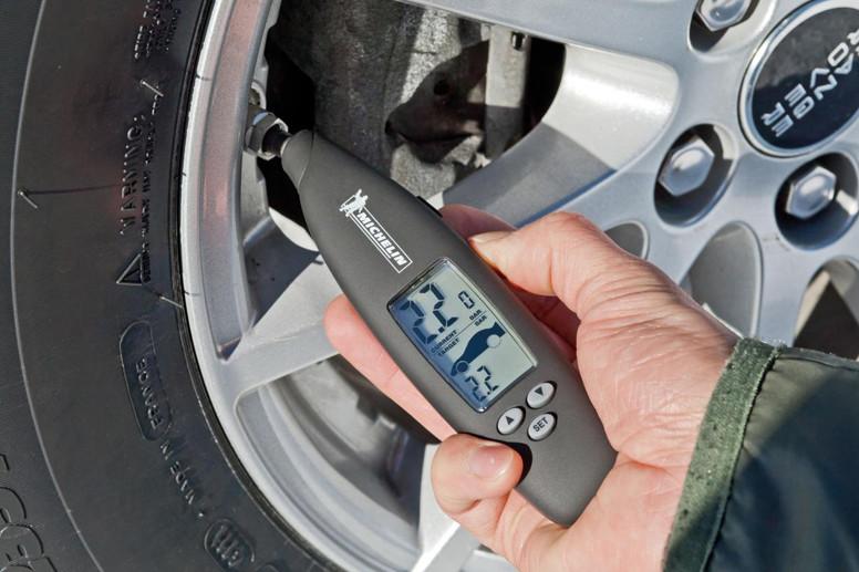 Cómo ajustar la presión de tus neumáticos paso a paso
