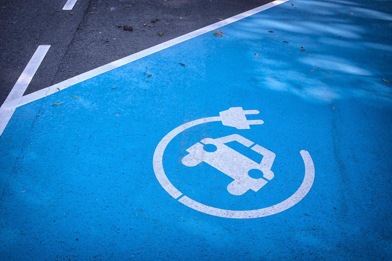 El necesario respeto para las plazas de aparcamiento de coches eléctricos