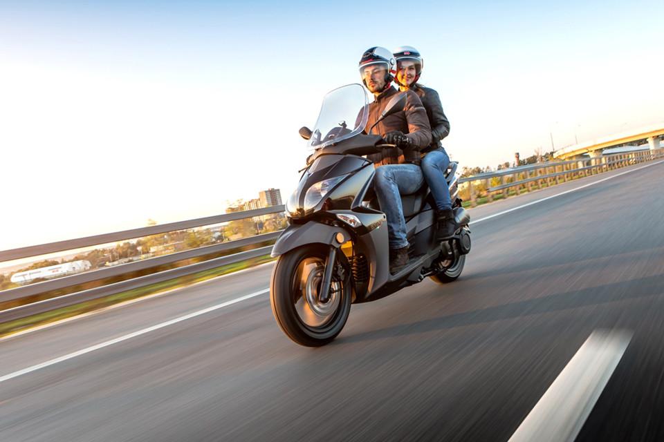 La mejor equipación y abrigo para ir en moto en invierno con frío