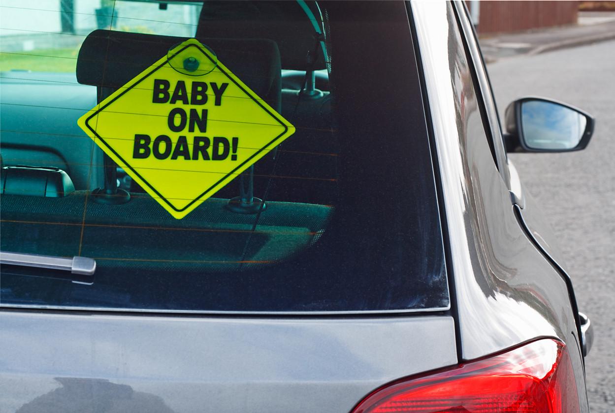 """Un vistazo a las pegatinas de """"Bebé a bordo"""" más divertidas y raras"""