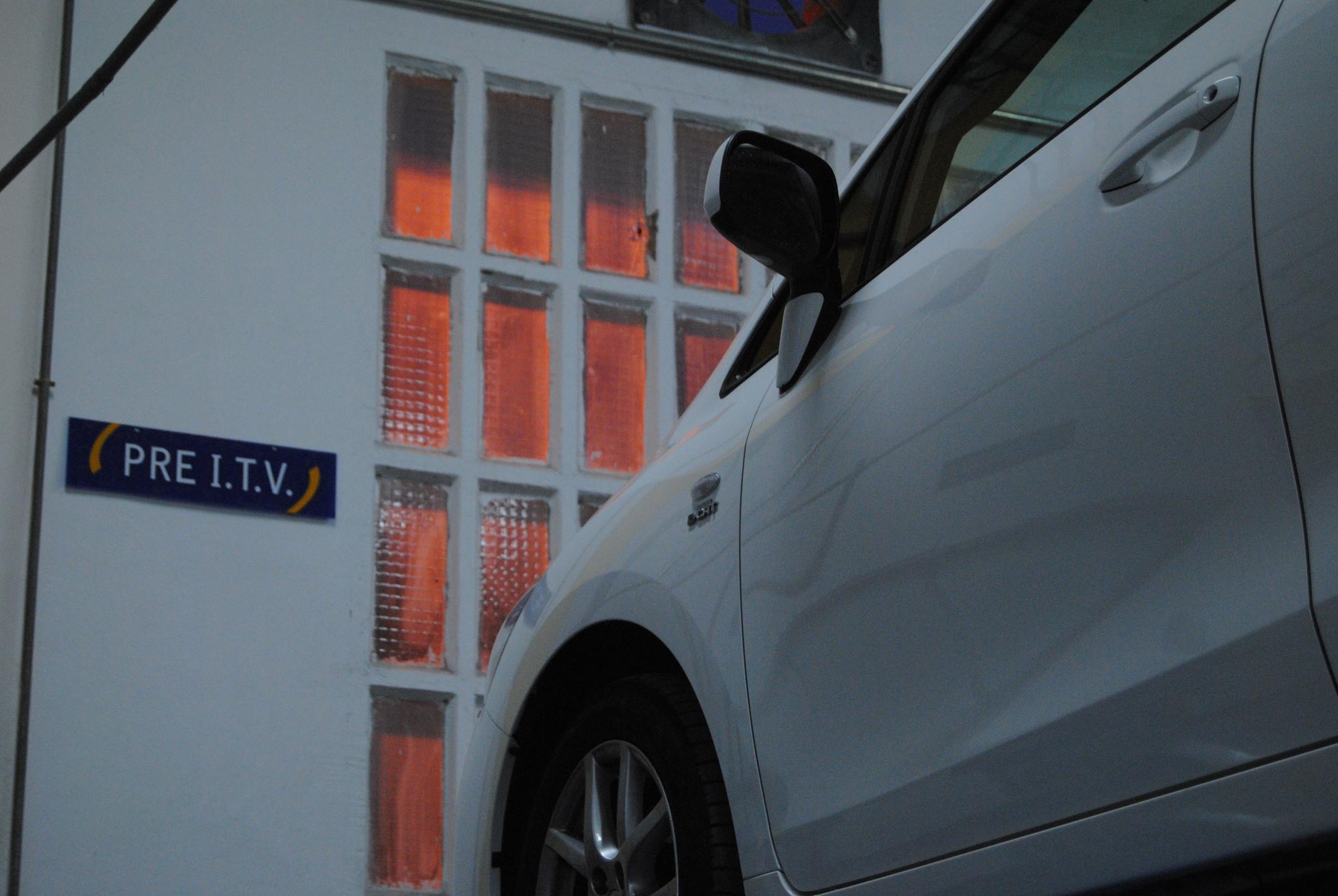 Coche en ITV