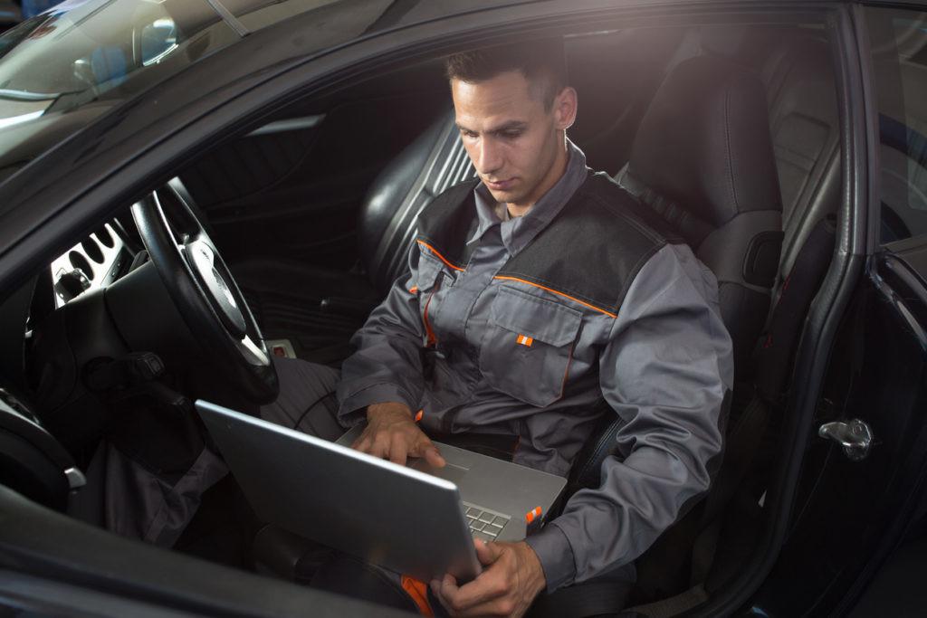 ¿Qué es la reprogramación de los vehículos? ¿Conviene hacerla?