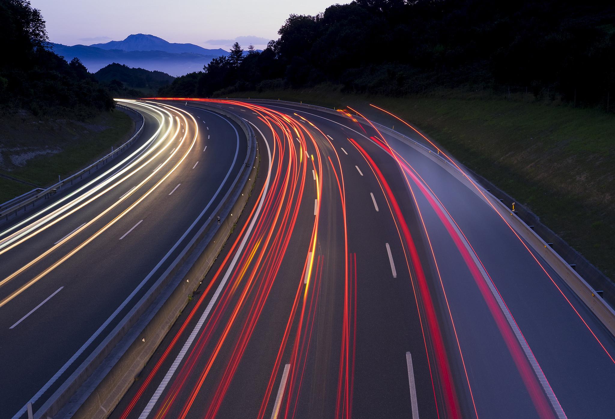 Reducir la velocidad en las carreteras para salvar vidas. Francia ya lo aplica