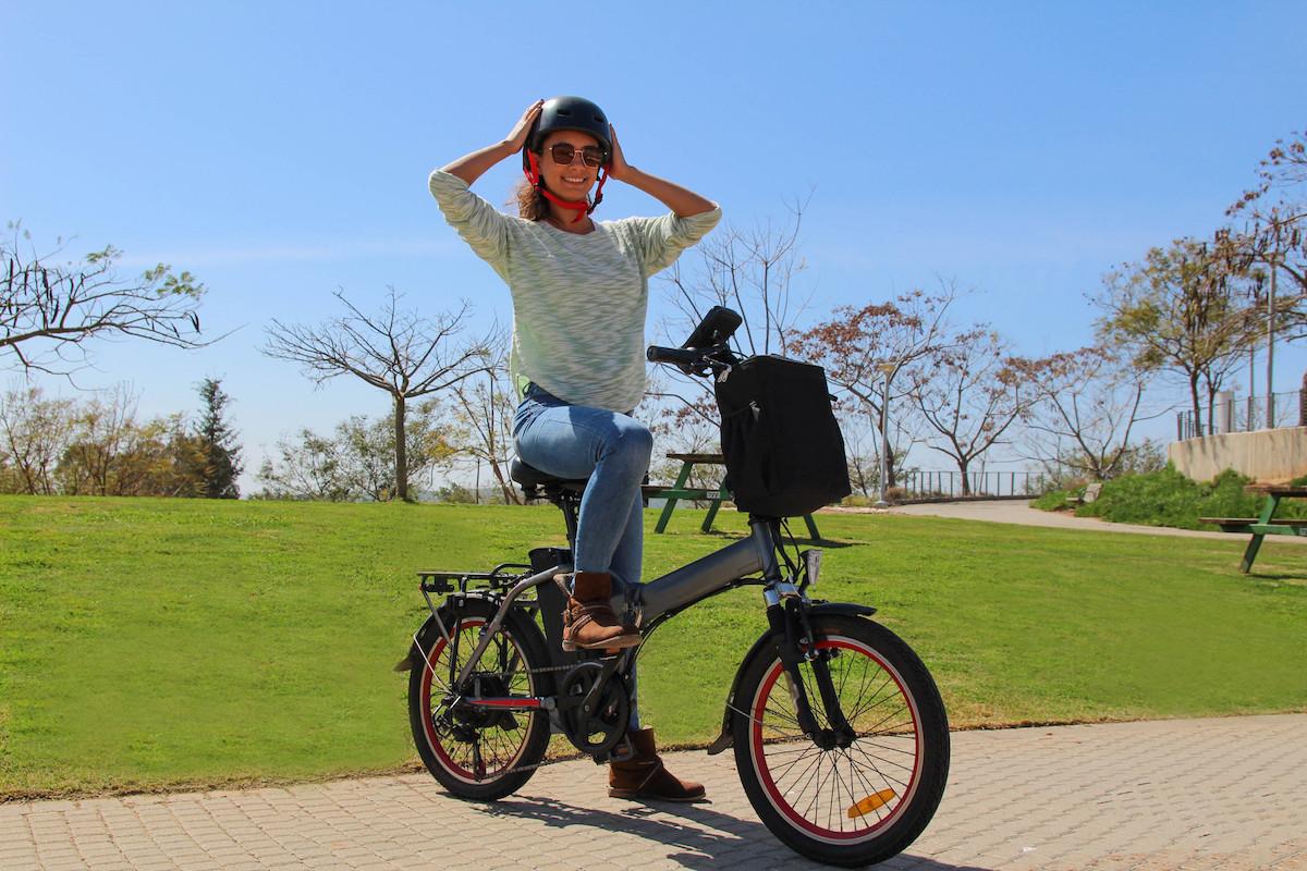 ¿Circulas en bicicleta eléctrica? Esto es lo que deberías tener en cuenta para tu seguridad