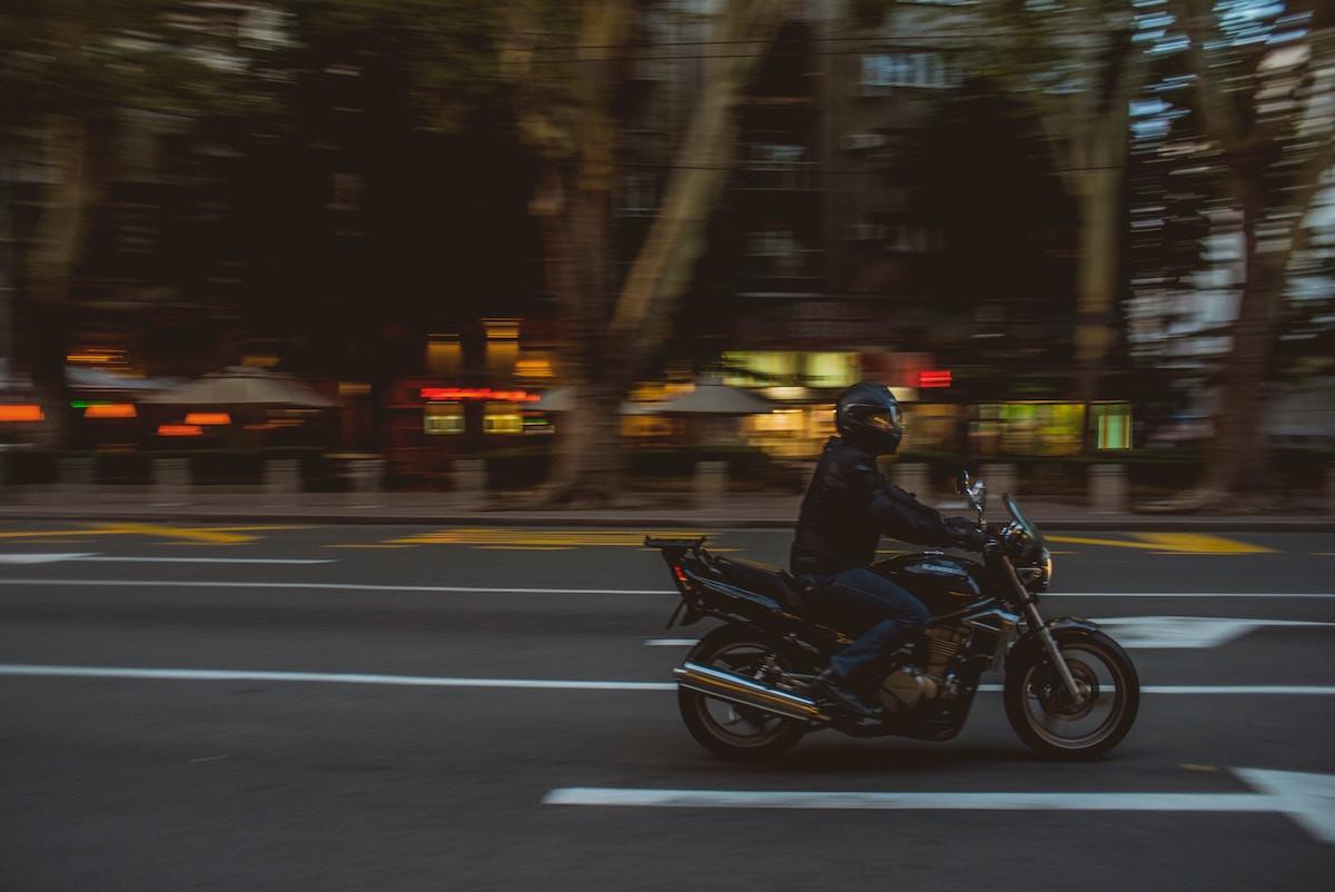 Las motocicletas y ciclomotores llevarán también distintivo ambiental