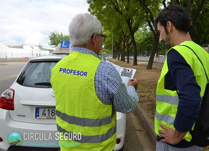 Aprendiendo a conducir: un profesor de autoescuela nos cuenta cómo preparar el examen práctico