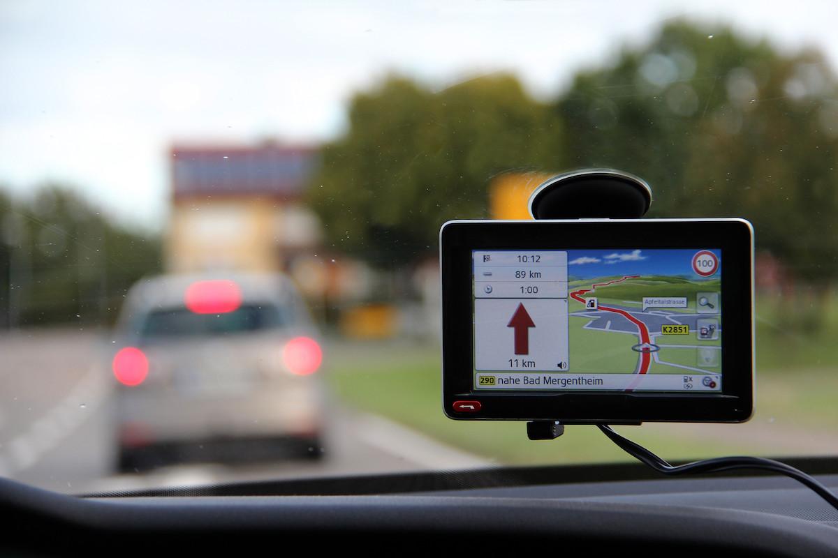 ¿Cuándo te pueden multar por utilizar tu GPS?