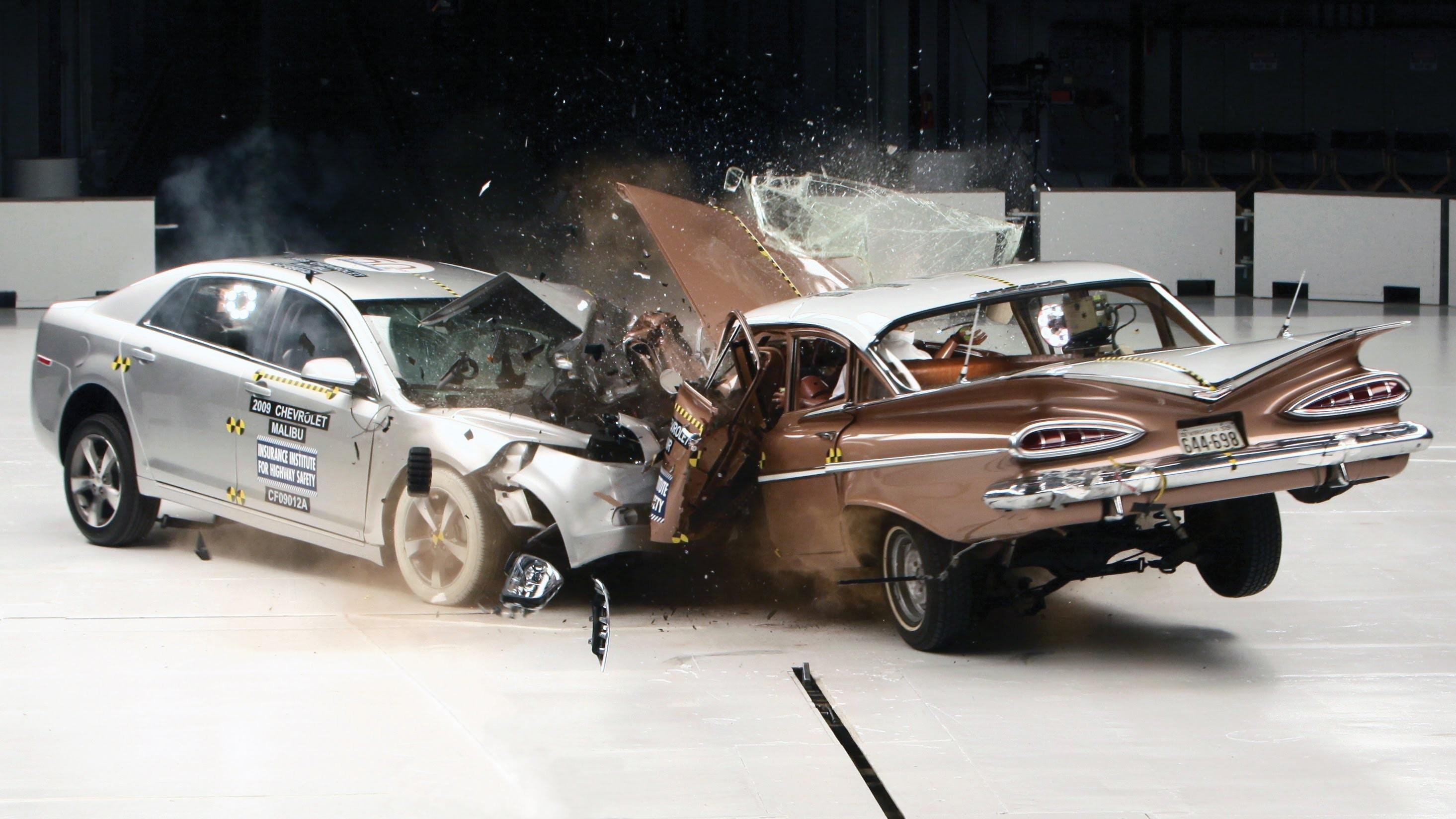 Coche antiguo vs coche nuevo: este vídeo compara cómo quedan tras un accidente