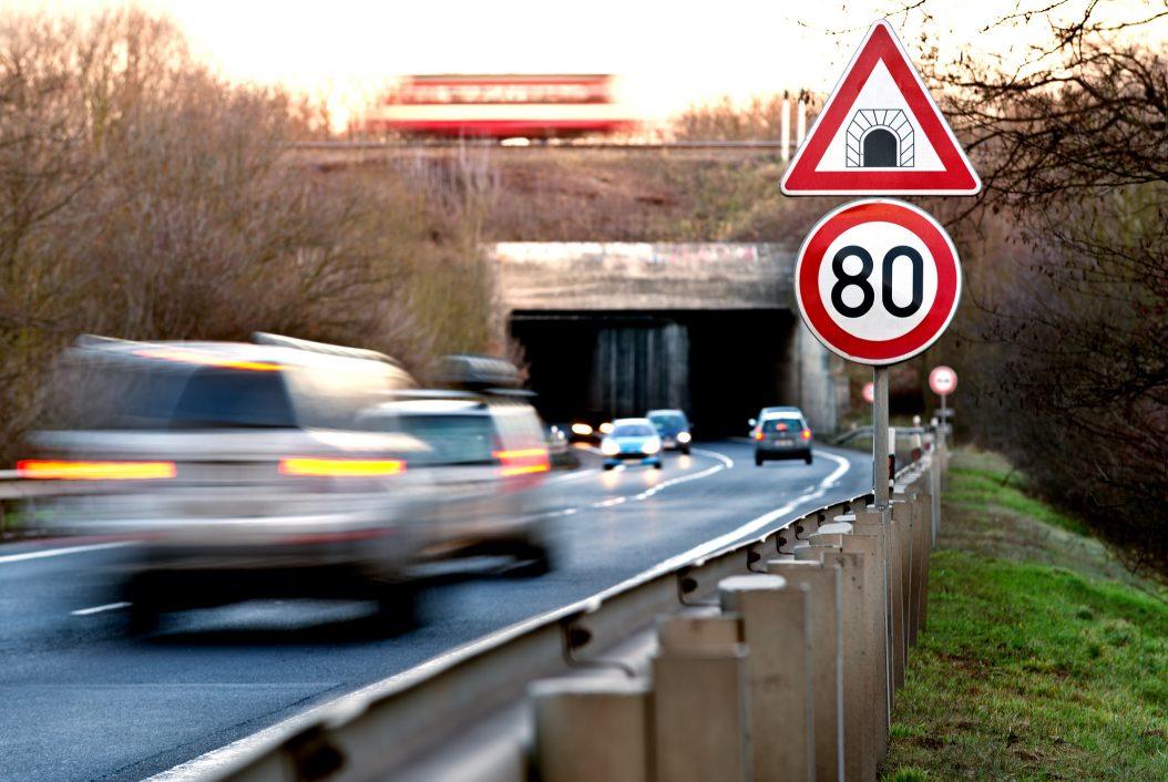 La DGT considera bajar el límite de velocidad a 80 km/h después de los datos de este verano