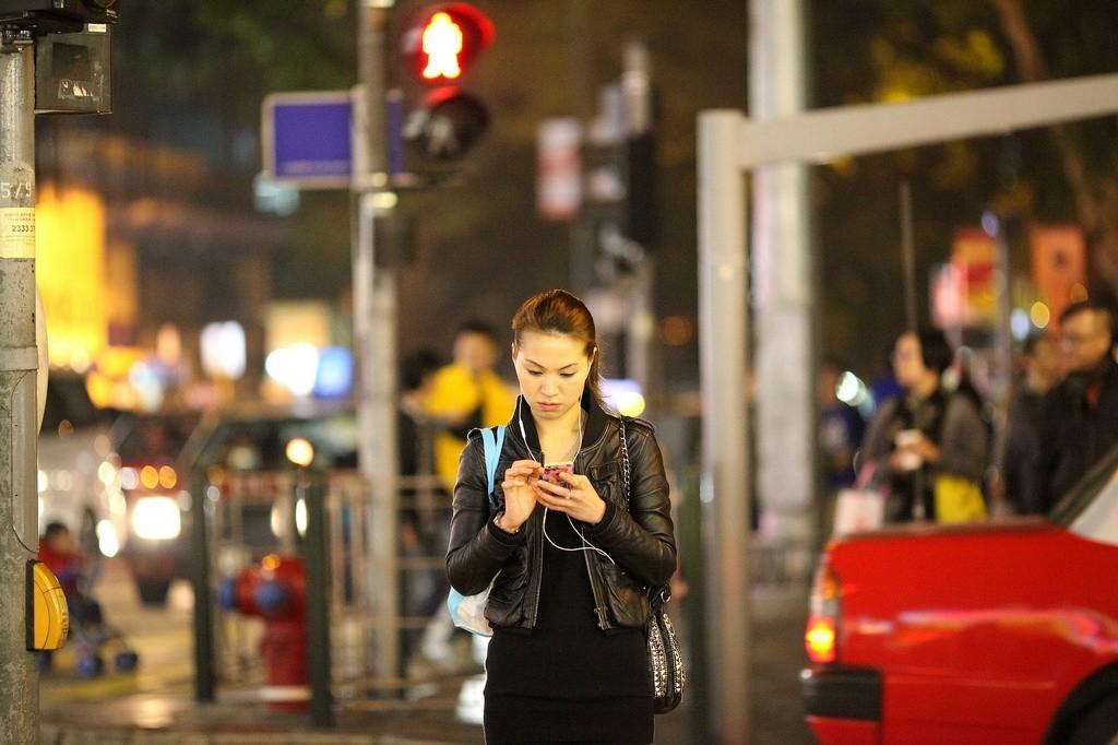 Seguridad vial y auriculares, ¿cuándo es posible utilizarlos?