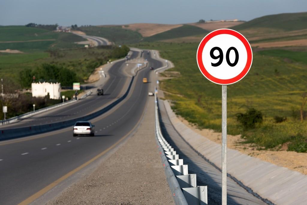 Nuevo límite de velocidad a 90 km/h: resolvemos todas las dudas