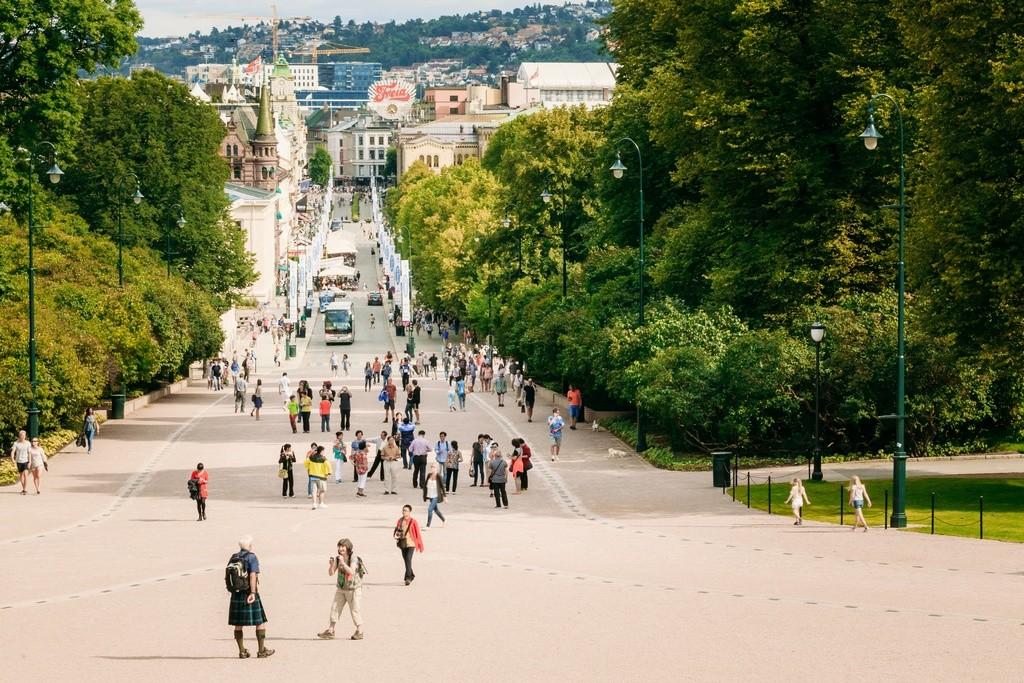 Paseo peatonal en Oslo
