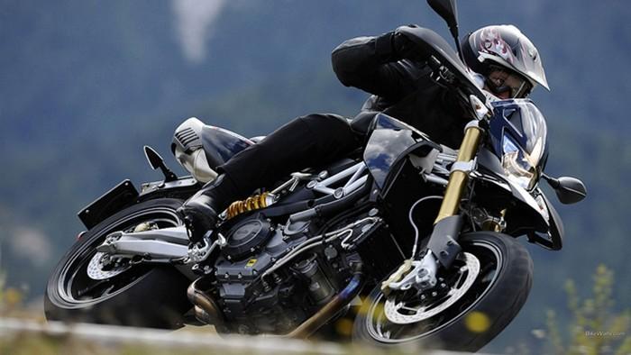 Velocidad y obstáculos, las causas de las caídas de moto