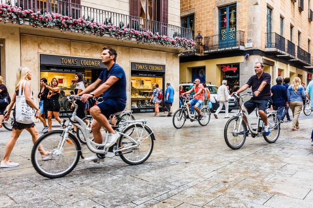¿Se puede circular en bicicleta por la acera en Barcelona?