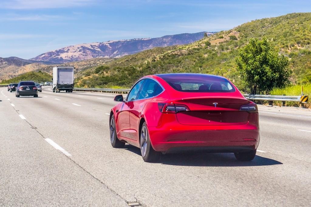 El nivel 4 de conducción autónoma de Tesla llegará este año