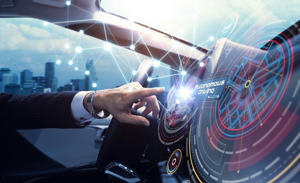 ¿Exámenes para conducir coches autónomos?: lo que piensan en la autoescuela