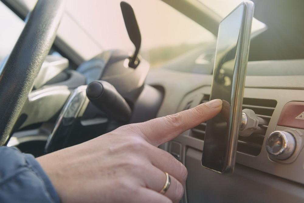 Podcast al volante: plataformas y programas que nos harán más ameno el viaje