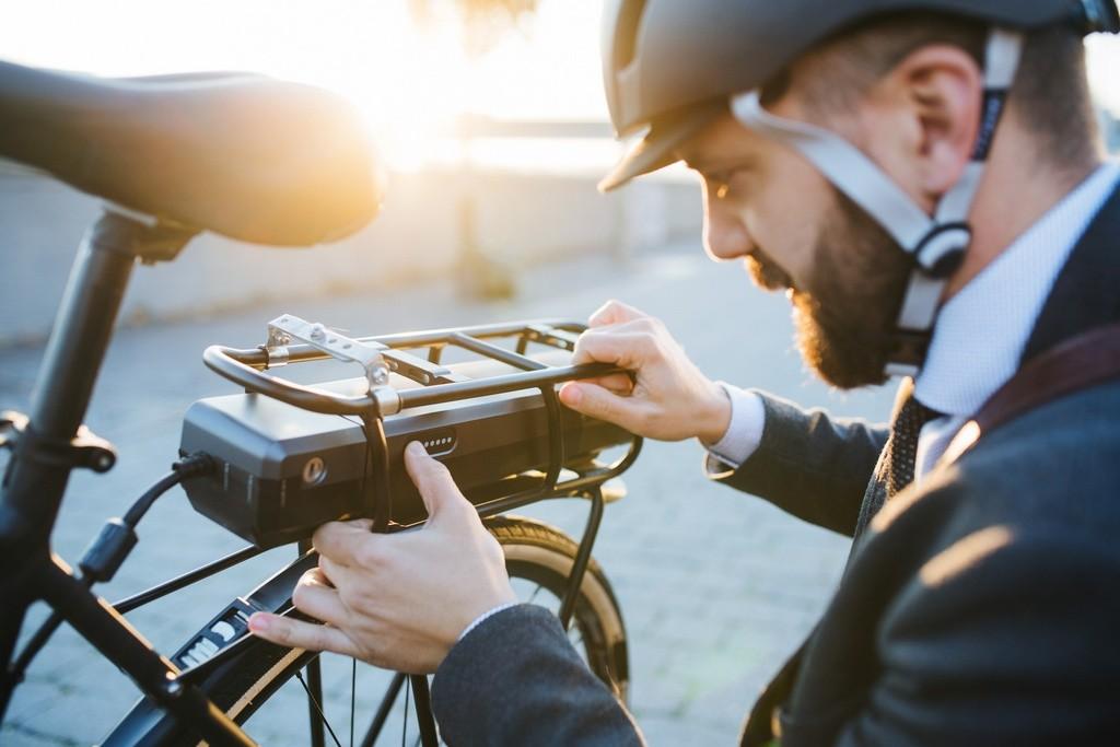 Europa se rinde a las bicicletas… eléctricas: sus ventas se disparan