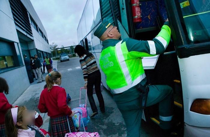¿Cómo es la seguridad en los autobuses de transporte escolar?