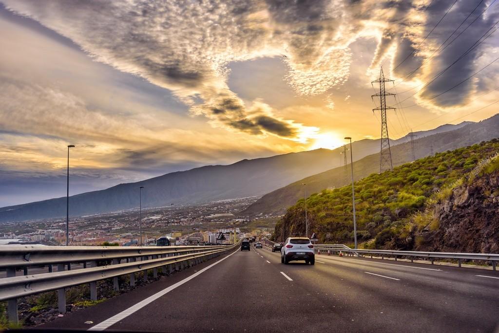 Uno de cada tres vehículos suele superar la velocidad legal en autopista