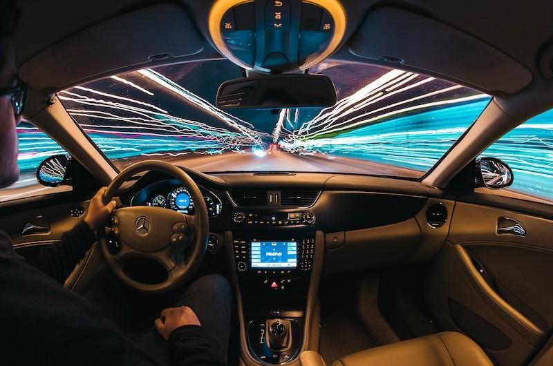 ¿Qué diferencia existe entre la conducción temeraria y negligente?
