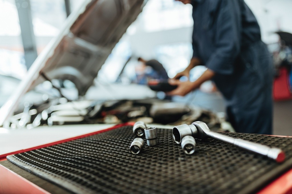 ¿Sabes qué componentes de tu coche tienen fecha de caducidad?