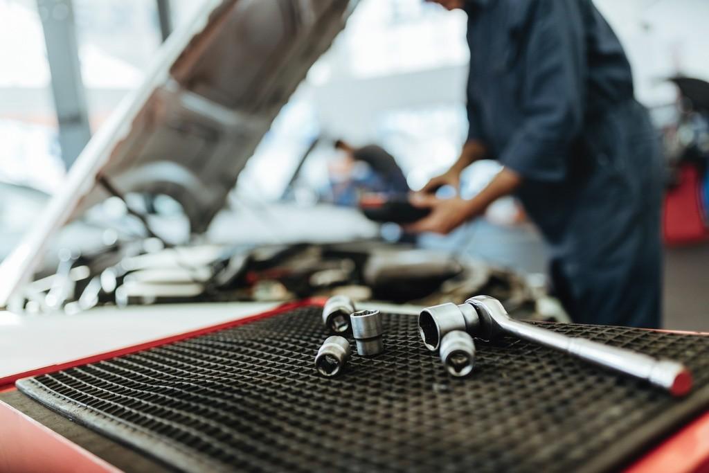 Revisión y mantenimiento de un vehículo