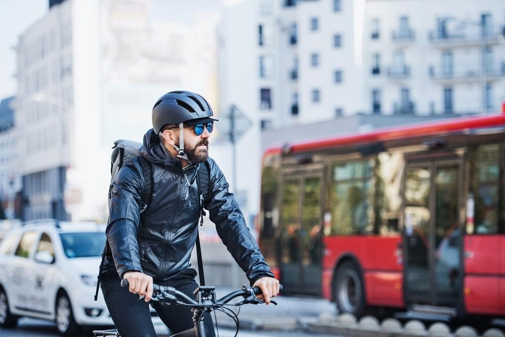 La distancia de seguridad entre vehículos y ciclistas a examen