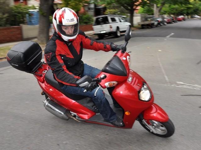 ¿Es peligroso conducir una moto solo con permiso de clase B?