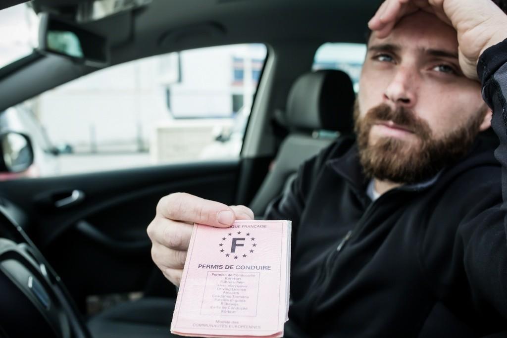 ¿Puedo conducir con el carné de otro país tras haber perdido todos los puntos?