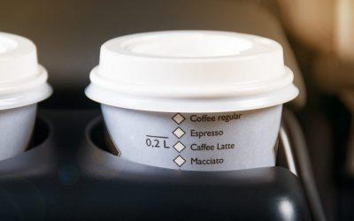 Cafeína y bebidas energéticas al volante: cuándo se aconsejan y cuándo son un peligro
