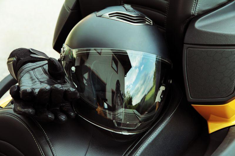desinfectar el casco y los guantes