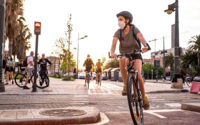 El uso de mascarilla como nueva medida de seguridad vial: cuándo es obligatorio llevarla