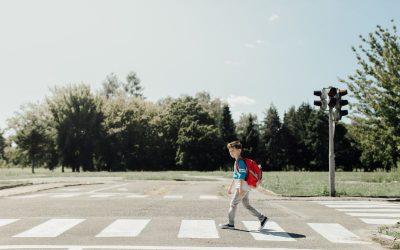7 peligros habituales al salir a la calle con niños que debemos evitar