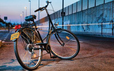 ¿Me pueden sancionar si no llevo luces en mi bicicleta?