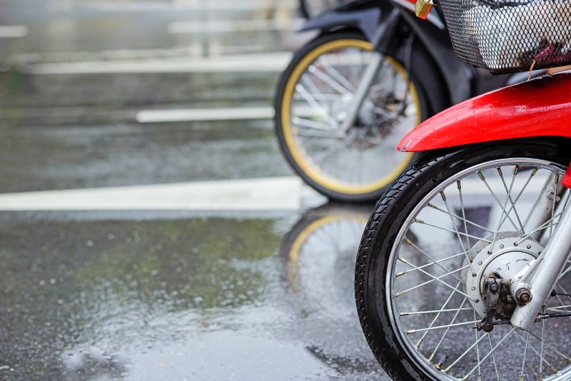 moto lluvia