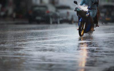 Guía completa para conducir la moto con lluvia