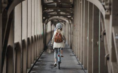 ¿Cuándo es obligatorio usar casco al circular en bicicleta?