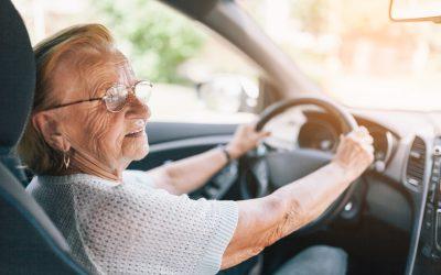El distintivo «M» para conductores mayores, ¿es necesario?