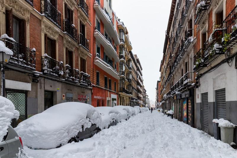 coche bajo la nieve