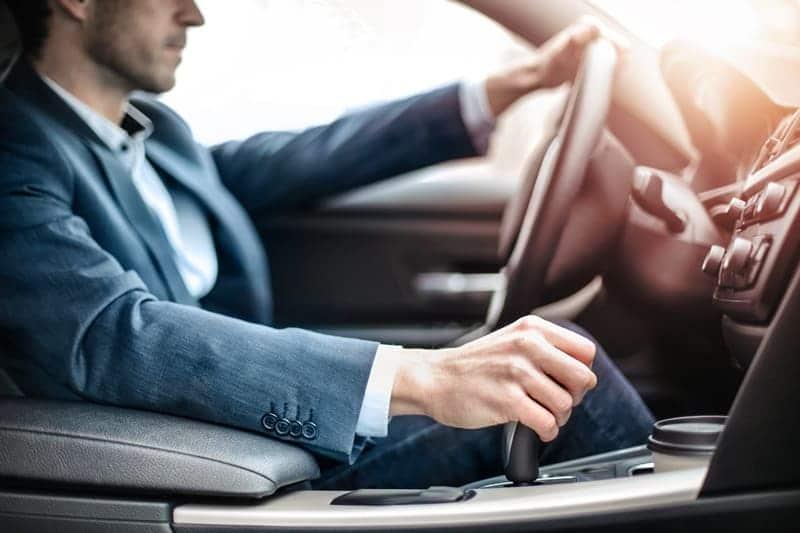 ropa para conducir