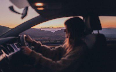 Conducir y meditar tiene muchos beneficios: 8 trucos prácticos para conseguirlo