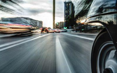 Guía esencial para el motorista urbano: seguridad de la moto en ciudad